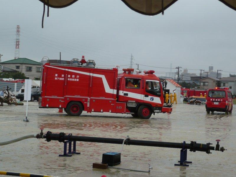 '消防車と救急車移動'