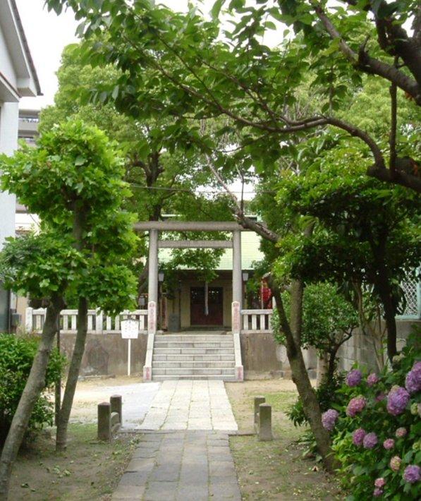 吾嬬神社は北十間川に架かる福神橋際、明治通りを挟んで花王石鹸の向い側に鎮座する古い神社''