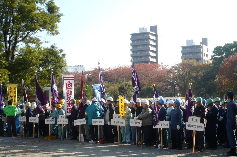 隅田公園にて北部連合15町会の集合写真''